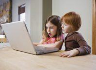 Padres, ¿Está bien revisar las redes sociales de sus hijos?